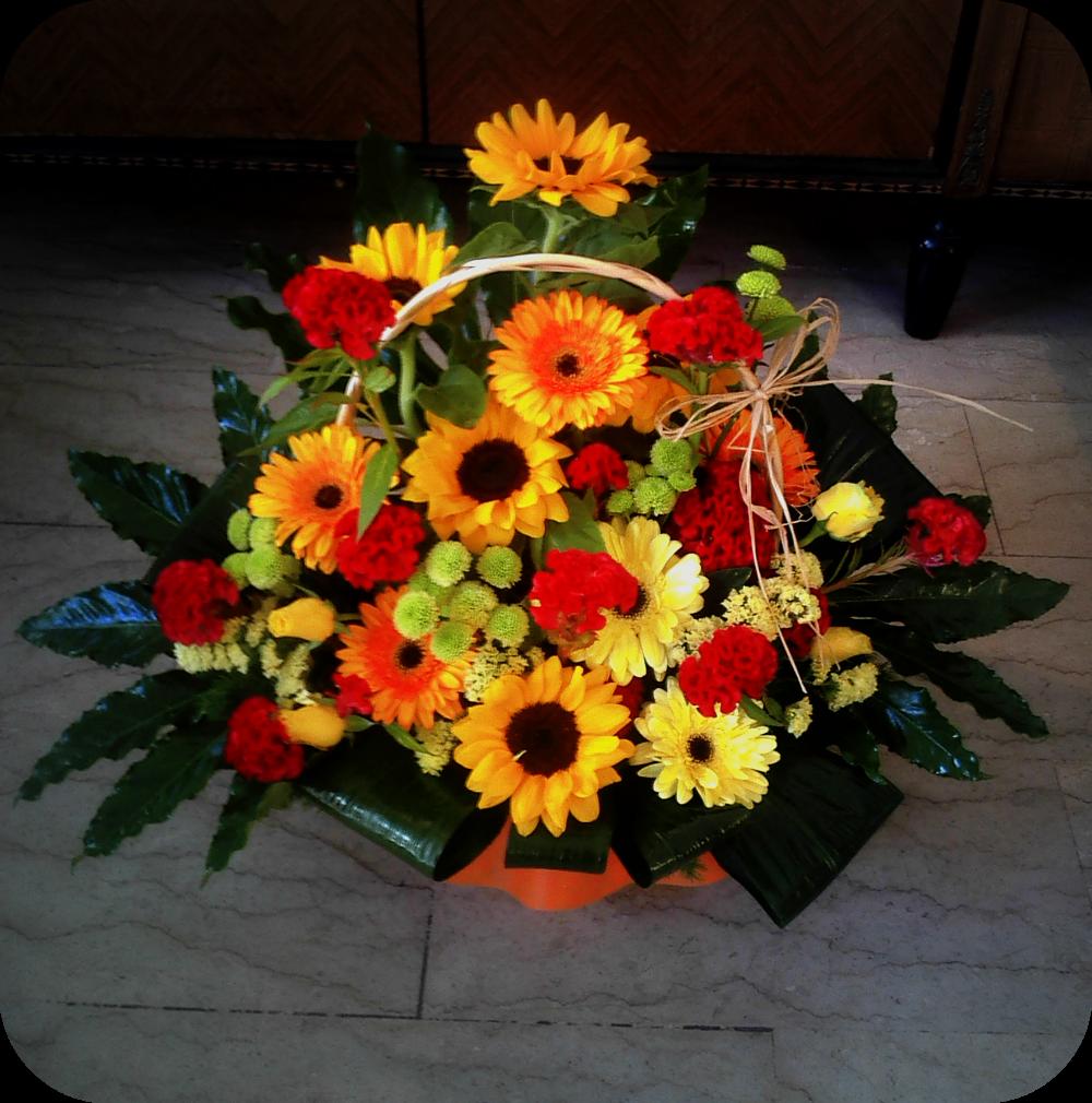 Composizioni Con Girasoli Matrimonio : Le nostre creazioni cesto fiorito con girasoli gerbere