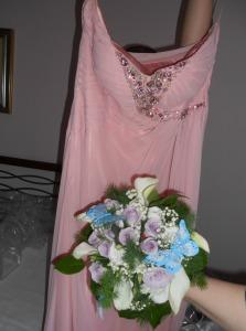 La sposa: il vestito e il bouquet