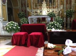 In chiesa: altare